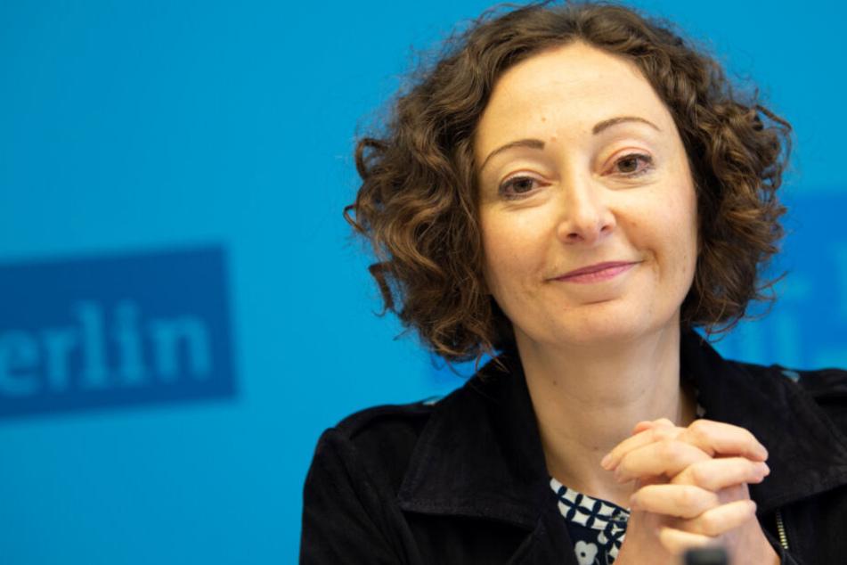 amona Pop (Bündnis 90/Die Grünen), Wirtschaftssenatorin von Berlin, stellt bei einem Pressegespräch den Beschluss des Berliner Mietendeckels vor.