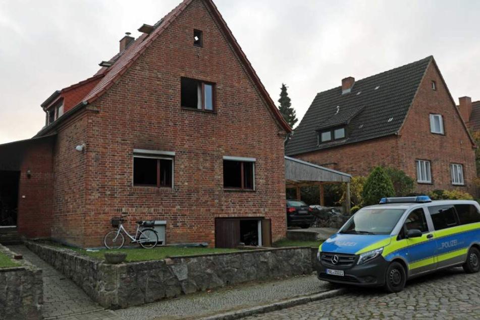 Feuerwehr findet Leiche nach Brand in Einfamilienhaus