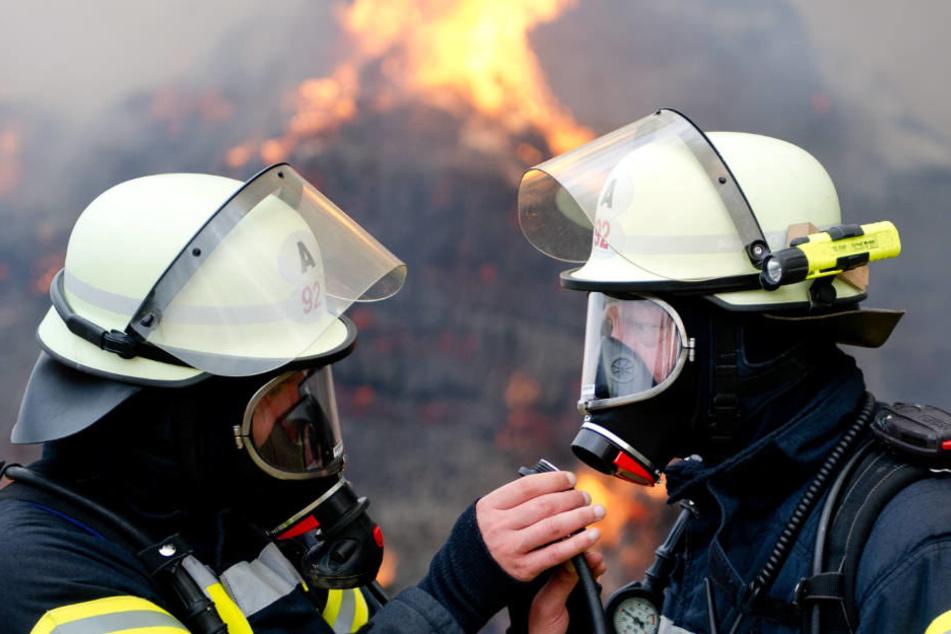 Die Feuerwehrleute stehen seit Wochen unter besonderem Stress (Symbolbild).