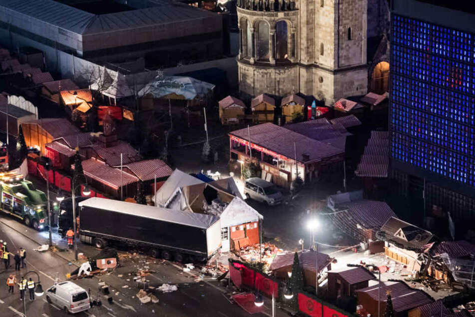 Am 19. Dezember raste der Attentäter Anis Amri auf den Weihnachtsmarkt am Berliner Breitscheidplatz und tötete elf Besucher.
