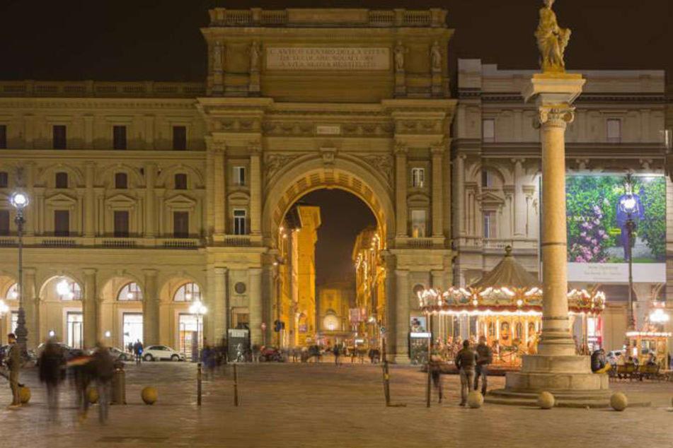 In Florenz wurde ein Polizist bei einer Explosion schwer verletzt.