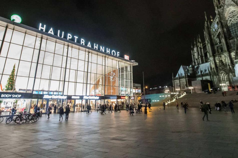 Bombendrohung in Köln! Polizei sperrte kompletten Hauptbahnhof ab
