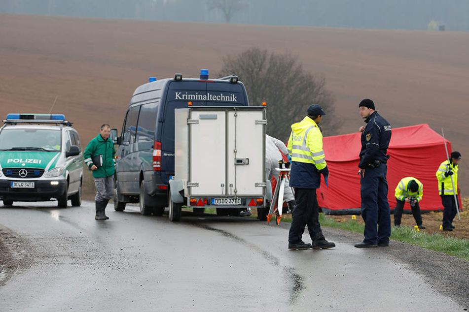 Leiche auf Feld gefunden: Wurde das Opfer mehrfach überfahren?