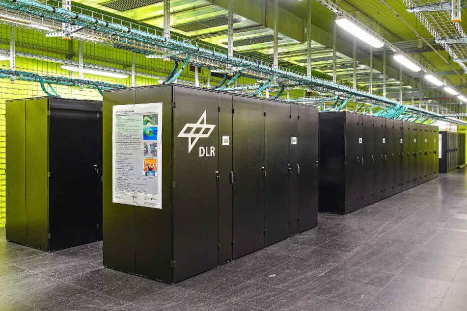 Im neuen Supercomputer arbeiten fast 150 000 Rechnerkerne.