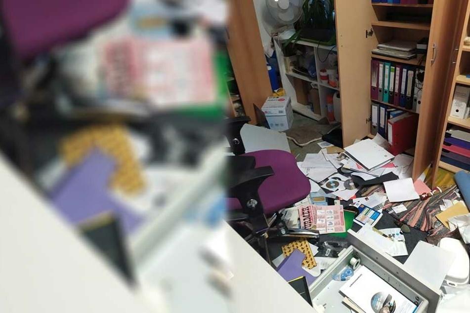 Im Büro hinterließen die Diebe Chaos.