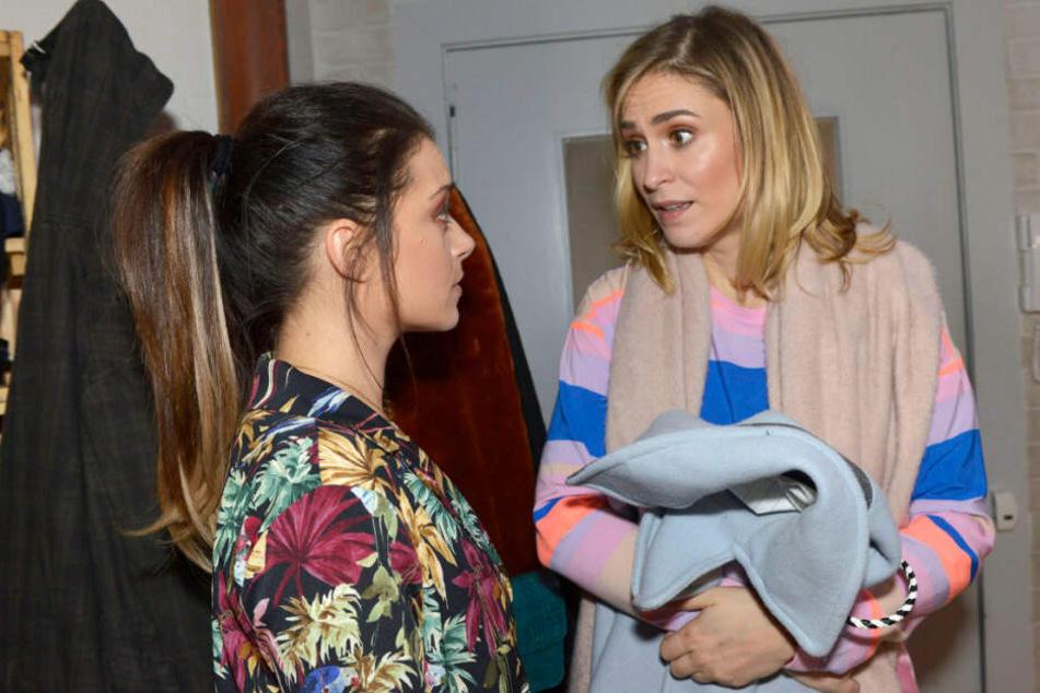 Emily spricht mit Sophie.