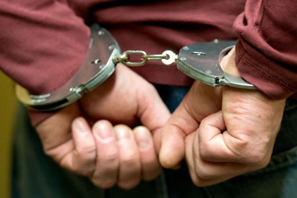 """Die Männer sollen sich an Regeln der gefährlichen Organisation """"Diebe im Gesetz"""" gehalten haben (Symbolfoto)."""
