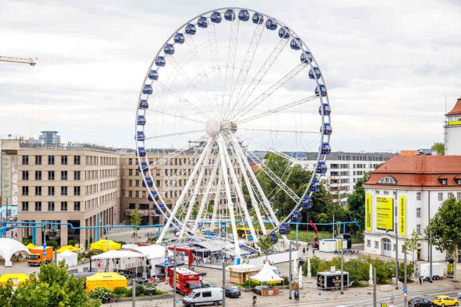 Vergangenes Jahr stand das 55 Meter hohe Riesenrad auf dem Postplatz. Aktuell wird ein neuer Standort gesucht.