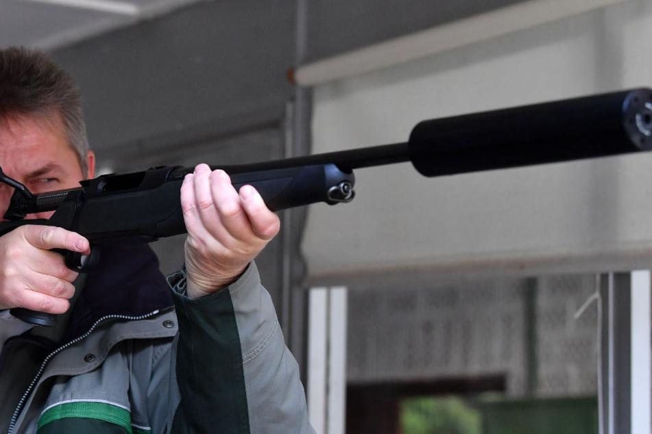 Weiterhin herrscht Unklarheit, ob Thüringer Jäger zukünftig mit Schalldämpfern an ihren Gewehren schießen dürfen.