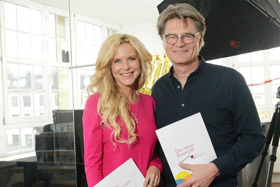Victoria Herrmann (48) und Peter Escher (63) sind die prominenten Moderatoren  des Online-Portals www.recht-problemlos.de.