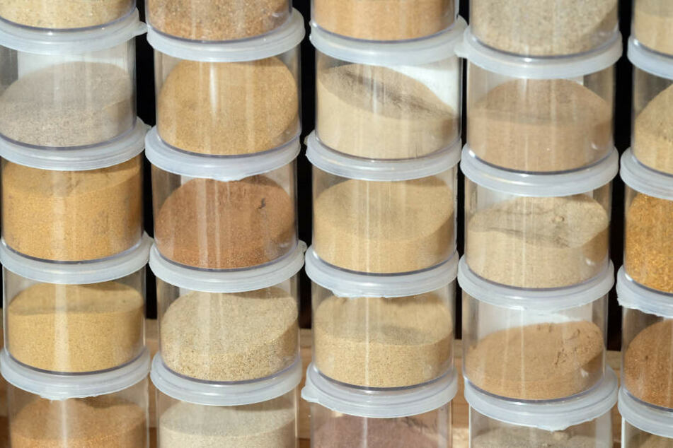 260 Sandproben aus den beiden Bundesländern werden in dem Institut in Halle (Saale) verwahrt.
