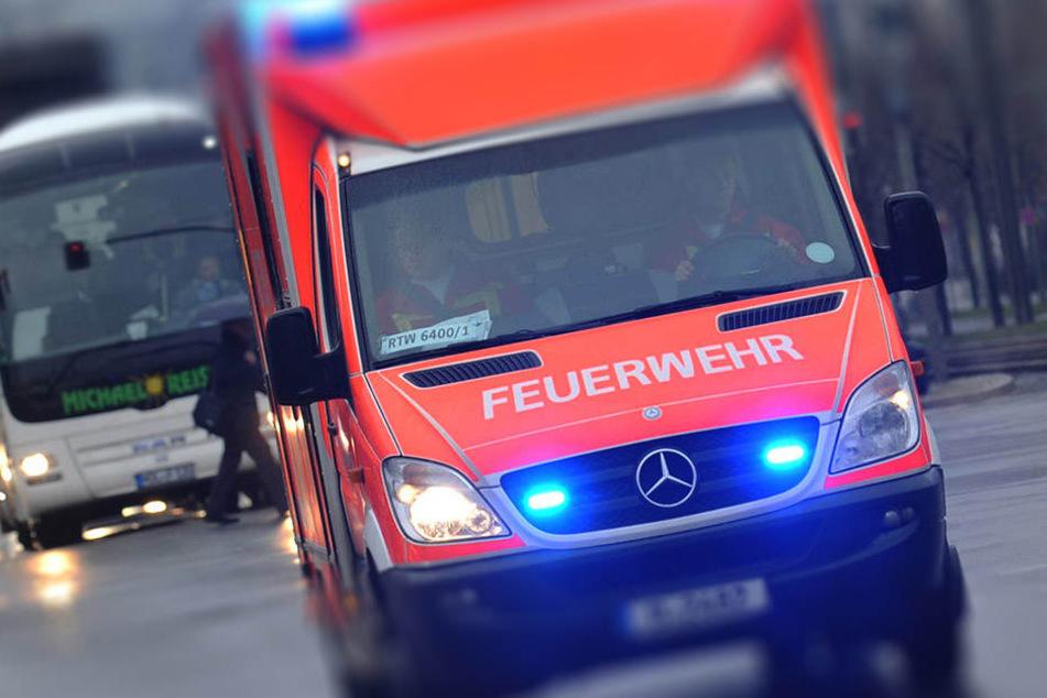 Mit schweren Verletzungen wurde der Fußgänger in ein Krankenhaus gebracht. (Symbolbild)