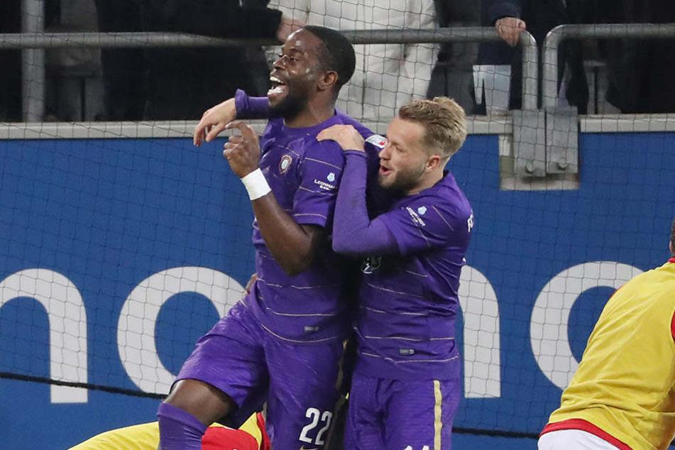 Gern hätte Pascal Köpke (rechts) mit Ridge Munsy (links) auch einen eigenen Treffer gegen Düsseldorf bejubelt.