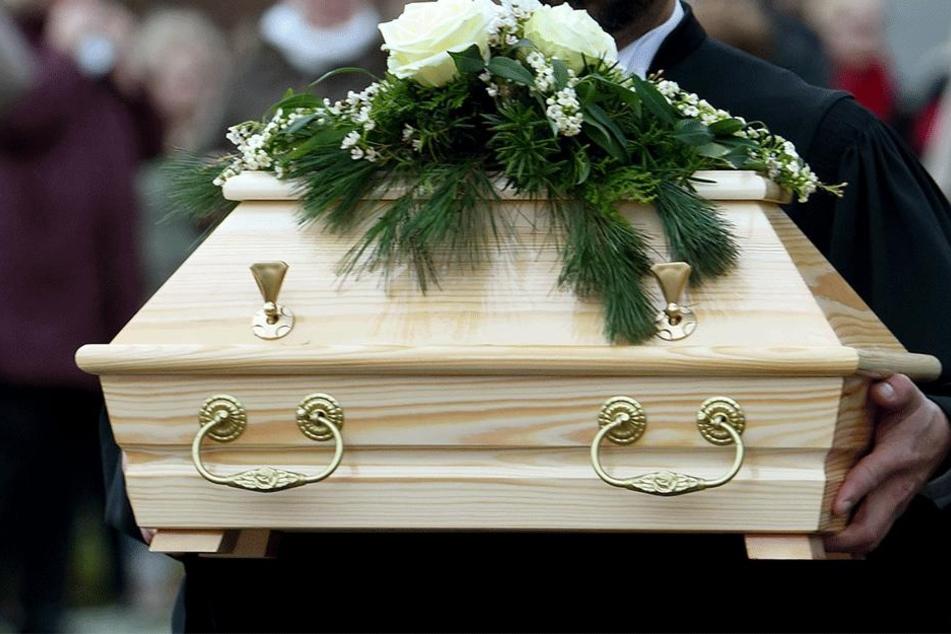 Riesen-Schock bei der Beerdigung (Symbolbild).