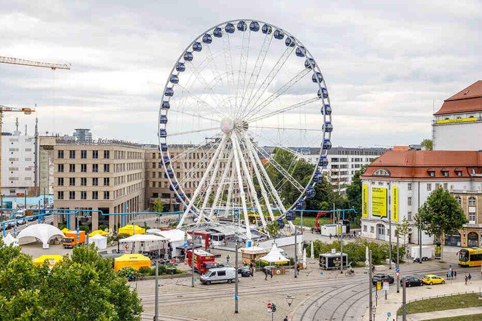 """Hohen-Highlight beim Stadtfest: Das Riesen-Riesenrad """"Wheel Of Vision""""."""