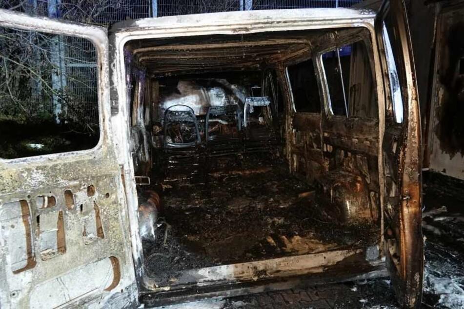 Der Fiat Ducato brannte vollständig aus.