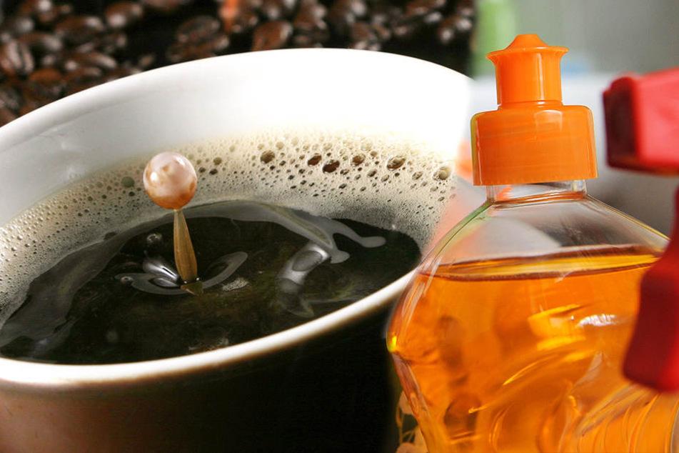 Eine Demenzkranke Frau gab ihrem Mann versehentlich Reinigungsmittel statt Kaffee zu trinken.
