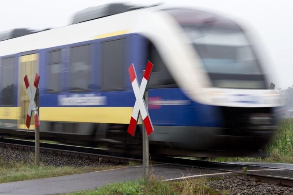 Weil die Probleme der Bahn nicht geringer wurden, mahnte der Verkehrsverbund sie ab.
