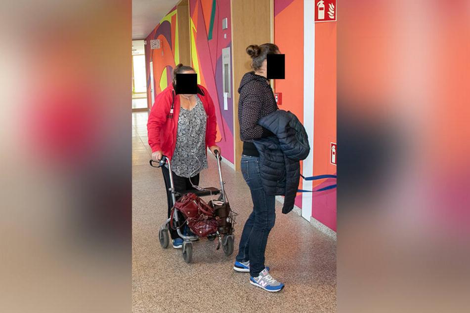 Familie vor Gericht: Dana (33, r.) und ihre Mama Barbara (64) mussten vor Gericht.