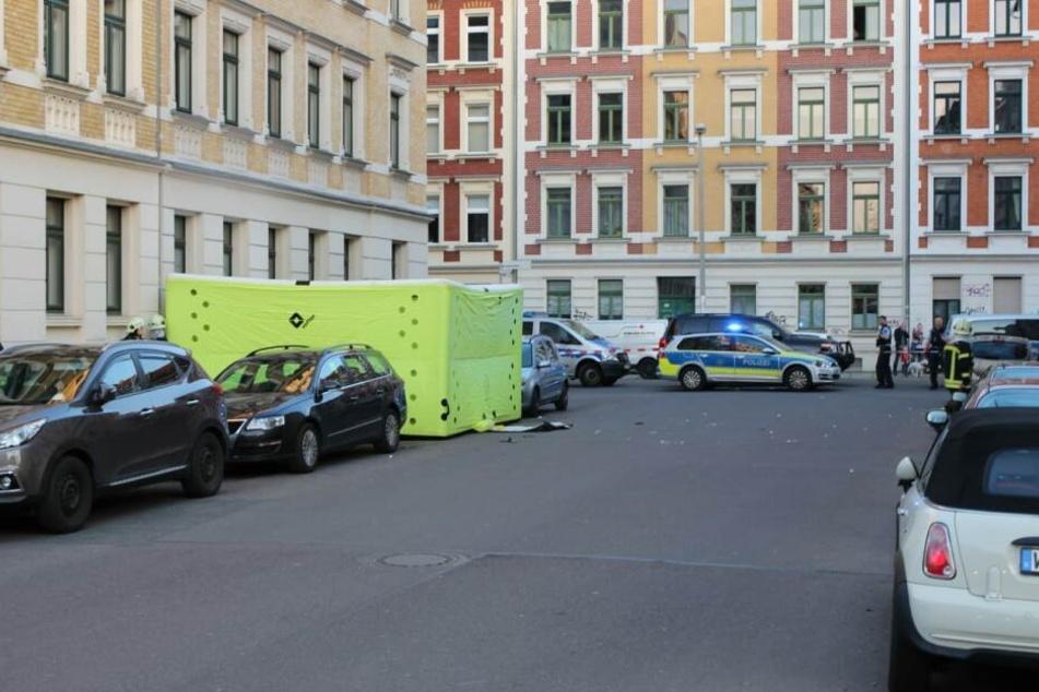Der randalierende Mann hatte Gegenständen aus seinem Fenster geworfen.