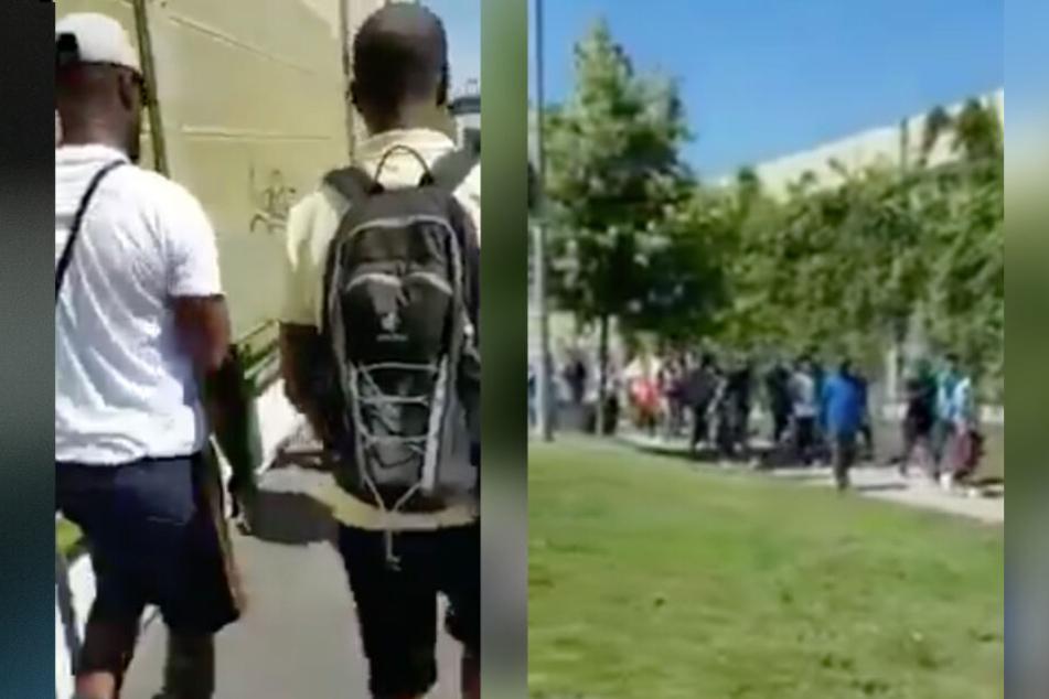 Das Video zeigt, wie mehrere Personen aus einem Zug aussteigen.