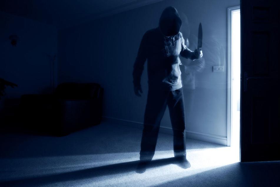 Der 56-Jährige überraschte seinen Mitbewohner in der Nacht. (Symbobild)