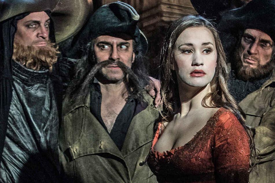 """Die diesjährige Sommersaison beginnt das Monbijou-Theater mit """"Die Räuber"""" von Schiller."""