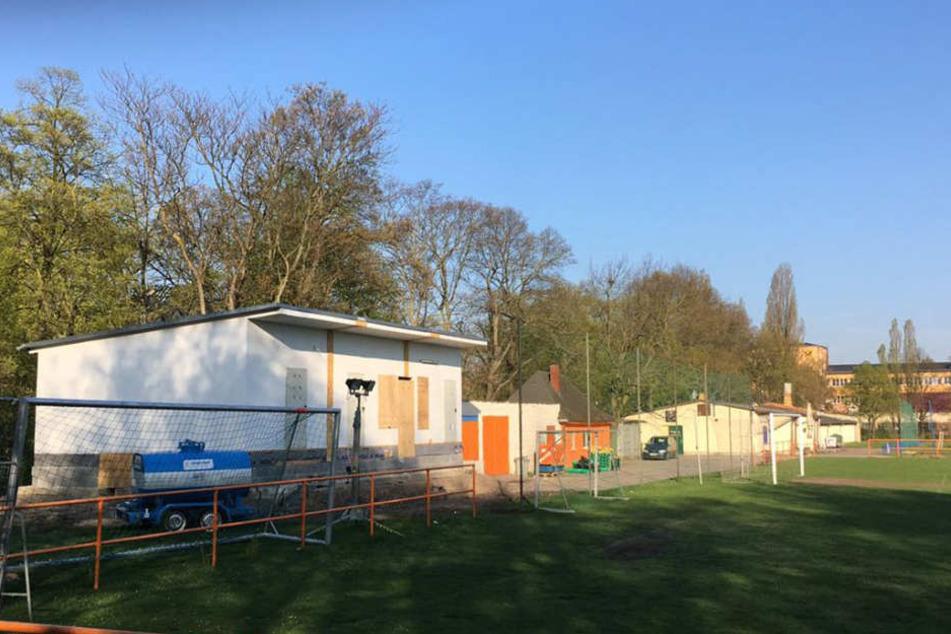 Die Nachbarschaft zwischen dem SV Wacker und dem FC Inter läuft eher schlecht. Im März schaffte Inter Tatsachen und baute ein eigenes Sozialgebäude - ohne Baugenehmigung.