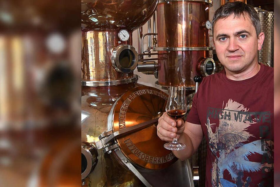 Der Herr der edlen Tropfen: Eric Brabant (41) stellt Gin, Absinth und Whisky her.