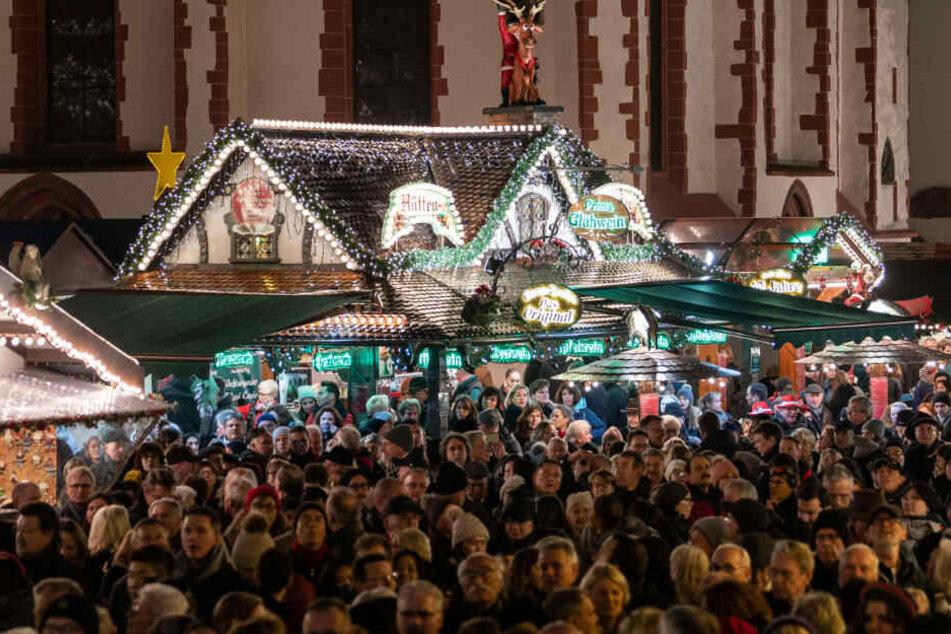 Auch im vergangenen Jahr war die Eröffnung des Frankfurter Weihnachtsmarktes gut besucht (Archivbild).