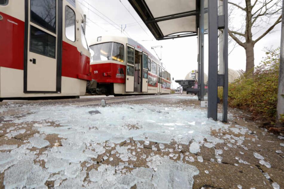 Vandalismus in Chemnitz: Mehrere Haltestellen brutal zerstört