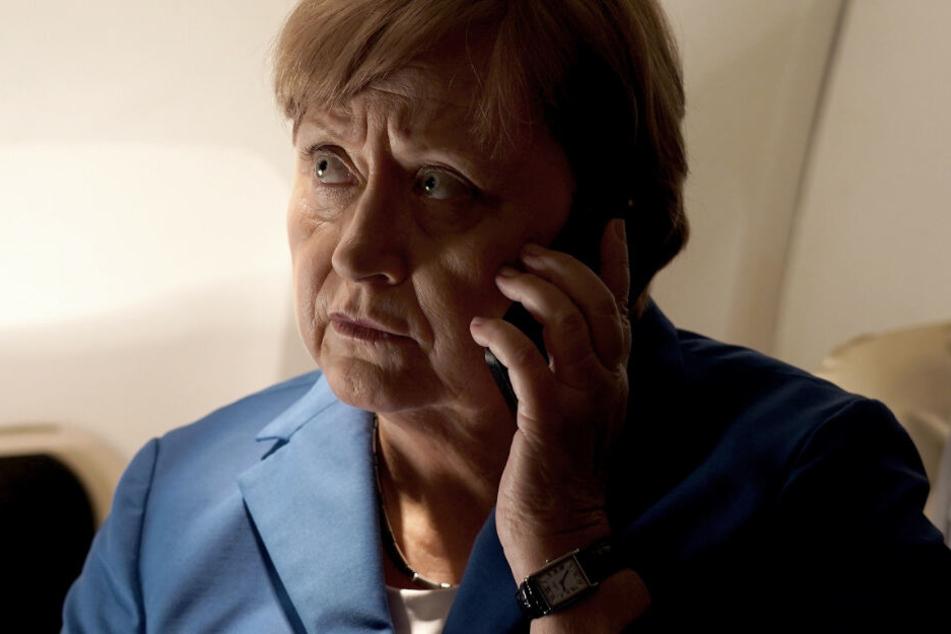 Schauspielerin Heike Reichenwallner in der Rolle von Bundeskanzlerin Angela Merkel.