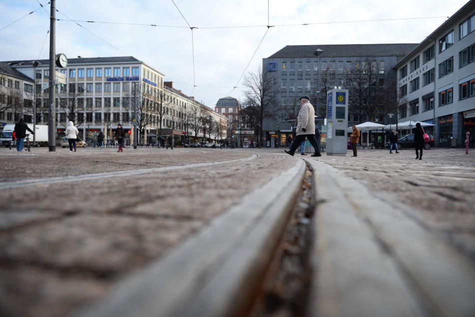 Die Männer waren aus bislang unklaren Gründen mitten im Stadtzentrum von Darmstadt aneinander geraten (Symbolbild).