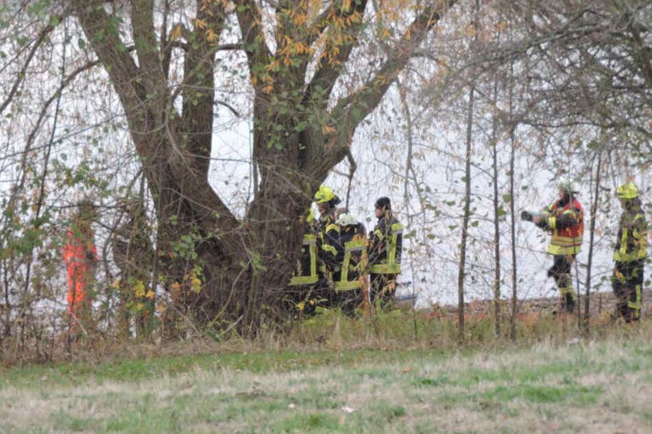 Einsatzkräfte bergen Leiche aus See bei Leipzig