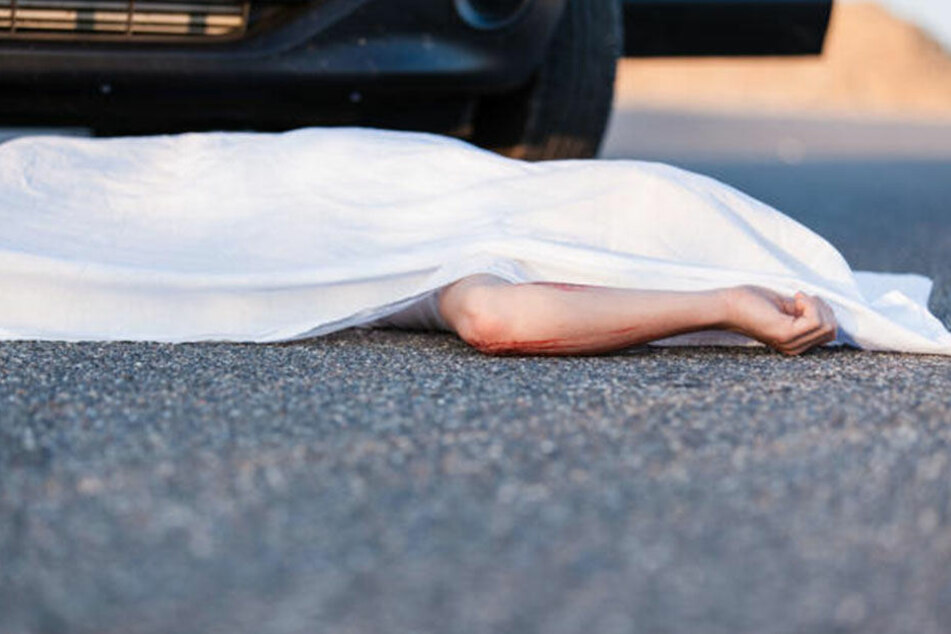 Bei einem Verkehrsunfall kam am Sonntag ein 60-jähriger Mann ums Leben. (Symbolbild)