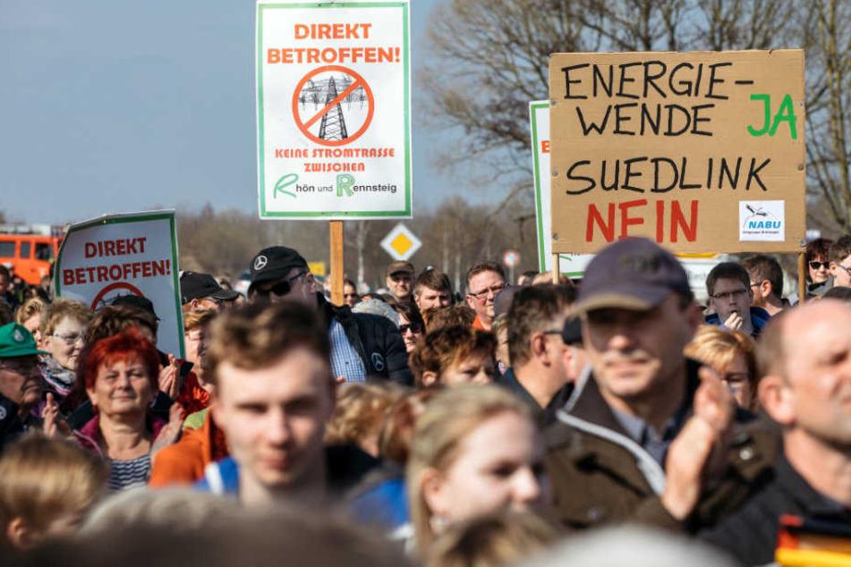 An der alten Bundesstraße 19 demonstrierten rund 3000 Menschen.