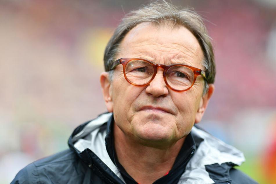 St. Paulis Technischer Direktor Ewald Lienen wettet mit den Fans um eine Fahrradfahrt nach Wiesbaden.