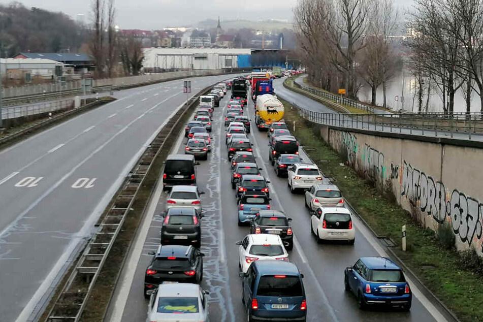 Stuttgart: Schwerer Unfall in Stuttgart sorgt für Stau auf B14