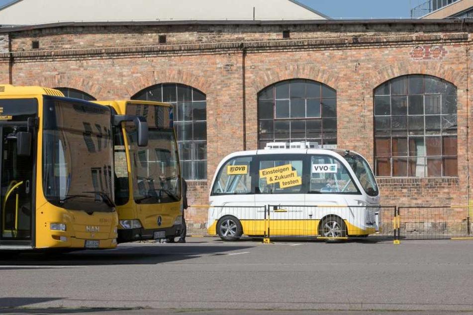 """Der kleine Bus braucht keinen Fahrer, lenkt """"autonom"""" und düst mit Strom."""