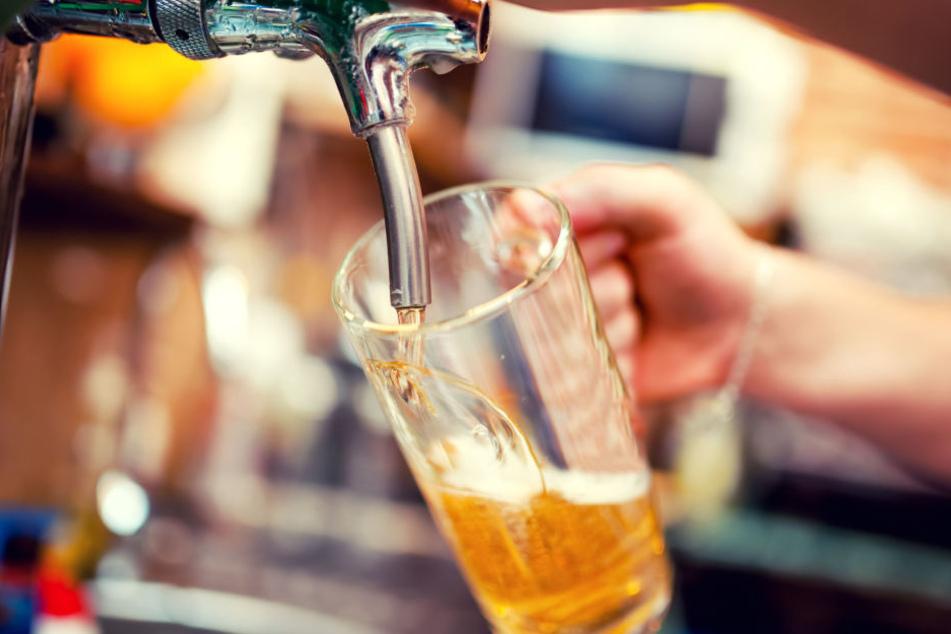 Besonders der verregnete Sommer 2017 sorgte für einen Einbruch des Bierkonsums. In diesem Jahr soll sich das ändern (Symbolbild).