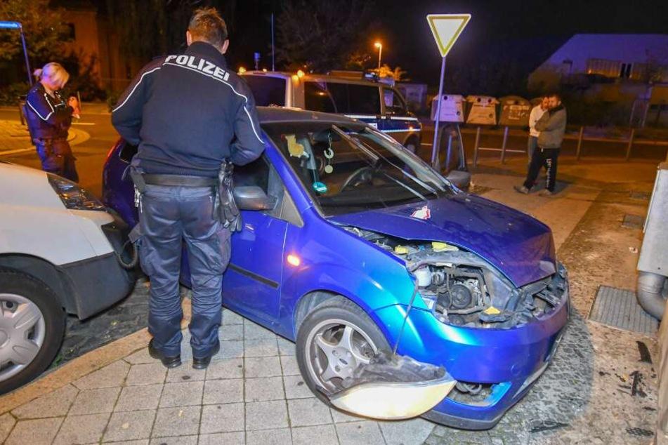 In Magdeburg ist ein 25-Jähriger mit seinem Ford gegen eine Hauswand gerauscht.