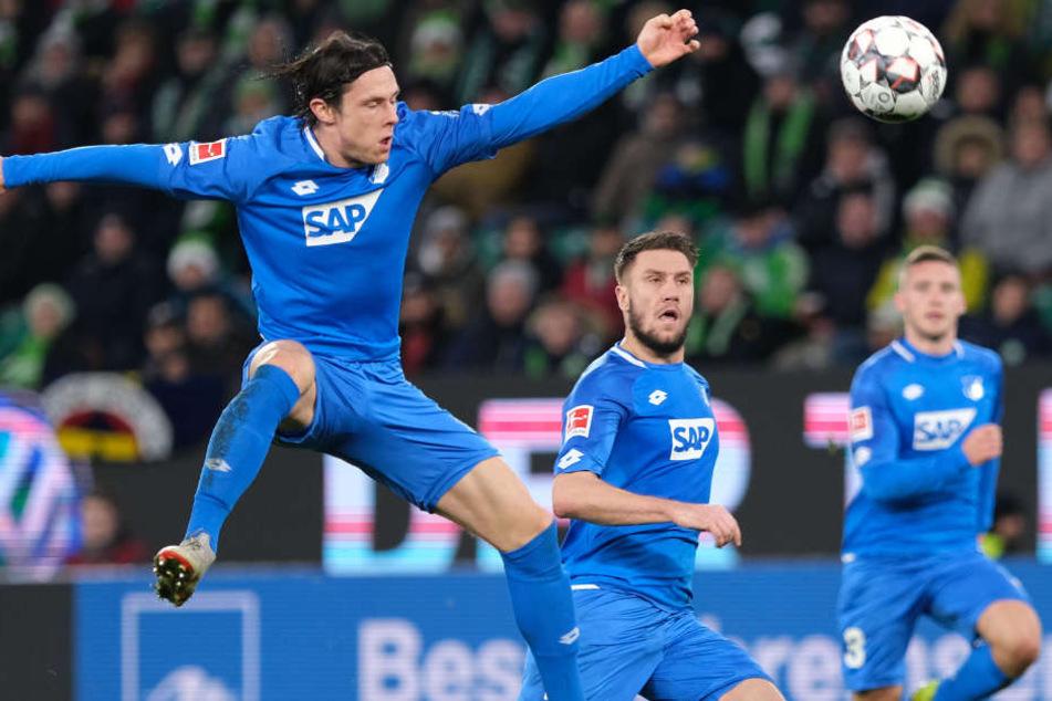 Artistisch zeigte sich Hoffenheims deutscher Nationalspieler Nico Schulz (l.)