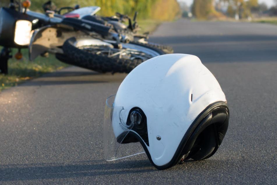 Horror-Unfall mit Motorrad, Auto und Fahrrad: Biker (57) stirbt noch am Unfallort