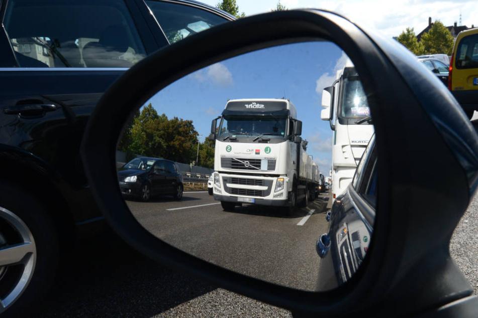 Auf der A44 kann es immer noch zu Staus kommen. (Symbolbild)