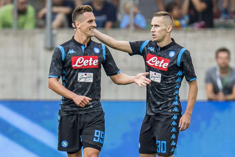 Marko Rog (Re.) spielt aktuell beim Tabellenzweiten der italienischen Serie A, dem SSC Neapel.