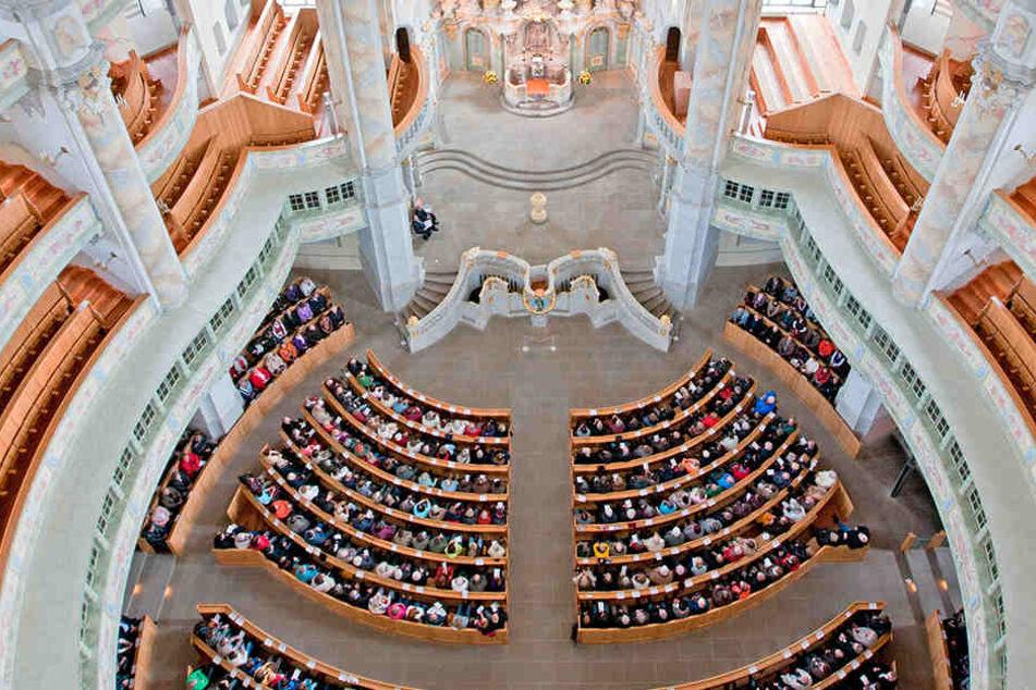 Die Dresdner Frauenkirche zieht Menschen aus aller Welt an. Sie ist ein Symbol für den Frieden und das Gottvertrauen der Menschen in Gegenwart und Zukunft.