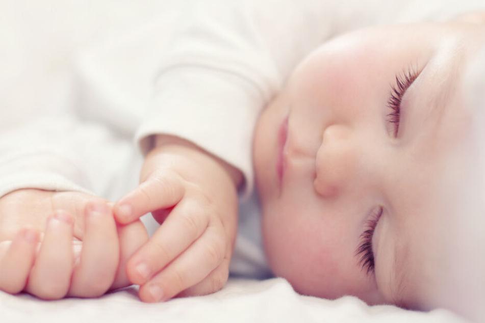 Das wenige Wochen alte Baby heißt mit Vornamen Dina Sofia Pocahontas. (Symbolbild)