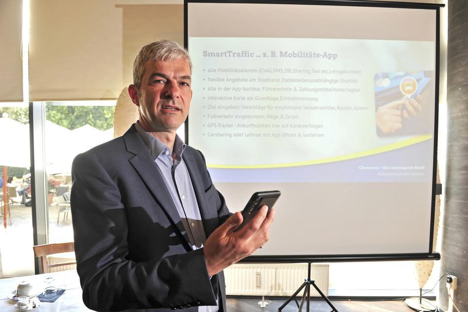 OB-Kandidat Volkmar Zschocke (51, Grüne) stellte am Donnerstag seine Ideen für eine Mobilitäts-App vor.