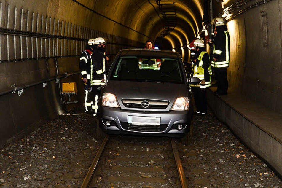 Das Auto der 52-jährigen Frau blieb im Tunnel der Linie 1 stecken.