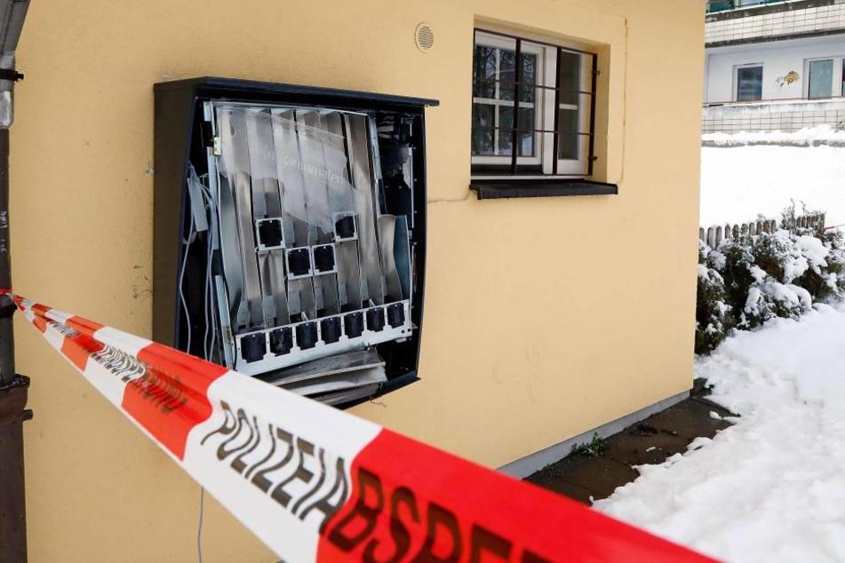In der Zwickauer Straße ist am Dienstag erneut ein Automat in die Luft gejagt